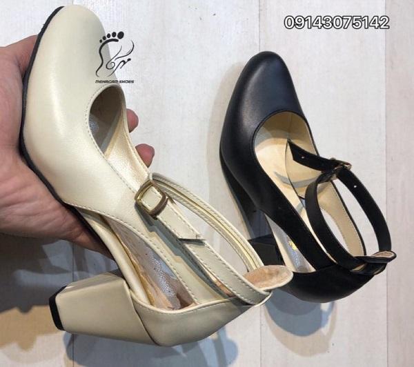 نمایشگاه کفش های تابستانی
